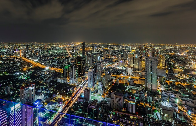 隅から見たバンコクの夕方と夜の明かり