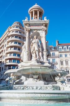 Знаменитый якобинский фонтан в лионе, франция