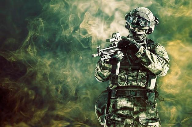 特殊部隊の戦闘機が危険な任務を遂行します。ミクストメディア