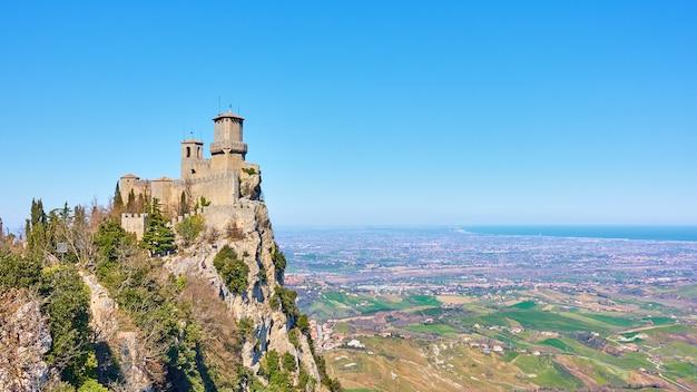 산마리노 공화국 티타노 산에 있는 최초의 산마리노 탑