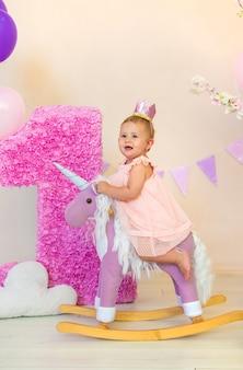 赤ちゃんの1年目は写真撮影です。セレクティブフォーカス。