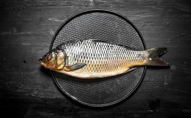 皿の上の魚。