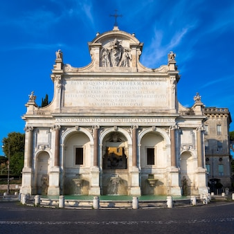 Fontana dell'acqua paola, также известный как il fontanone («большой фонтан»), представляет собой монументальный фонтан, расположенный на холме яникулум в риме.