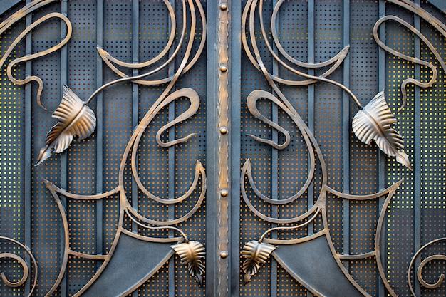 鍛造金属製品の破片。閉じる。