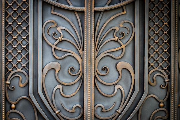 Фрагмент кованых металлических изделий.