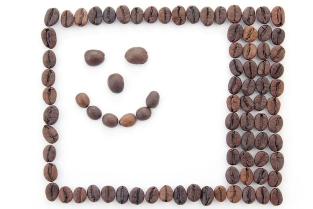 커피 콩으로 만든 프레임입니다. 웃는 얼굴
