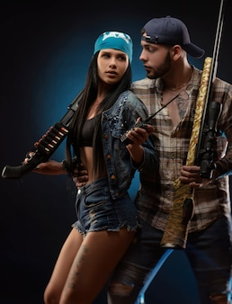소녀와 총을 든 남자