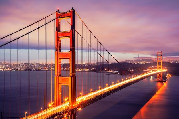 Мост золотые ворота ночью, сан-франциско, сша.