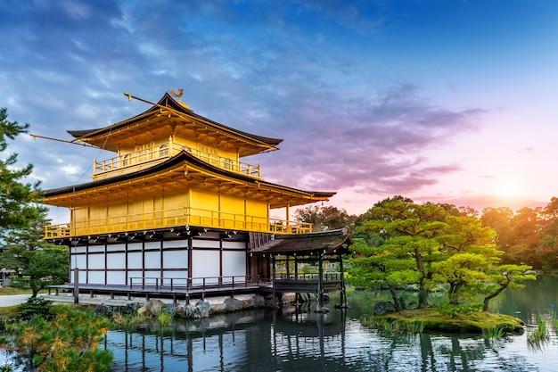 골든 파빌리온. 교토, 일본에있는 kinkakuji 사원.