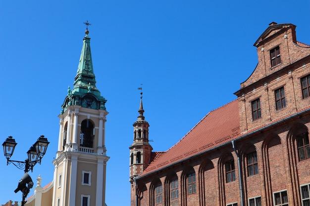 8月トルンポーランドのゴシック旧市庁舎ratuszstaromiejski聖霊教会