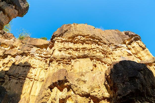 Гранд-каньон чиангмая или пха чор в национальном парке мае ван, чиангмай, таиланд