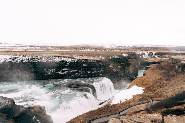 ゴールデンリングの南アイスランドの大きな滝グトルフォス