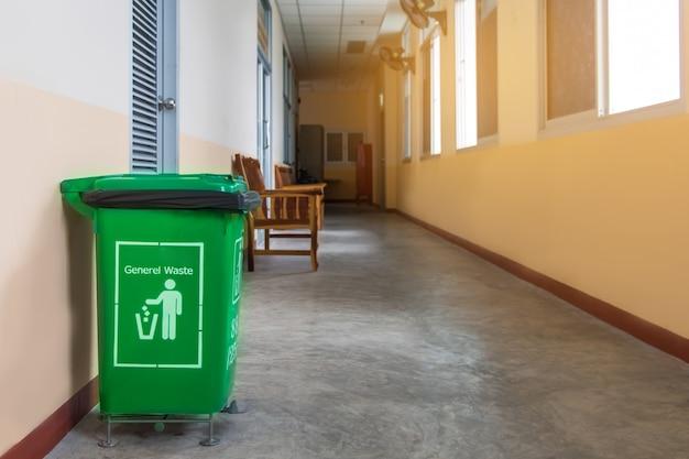 Зеленый бункер для переработки отходов в больнице для хорошей окружающей среды