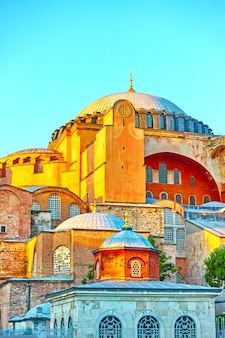 Собор святой софии в стамбуле вечером, турция