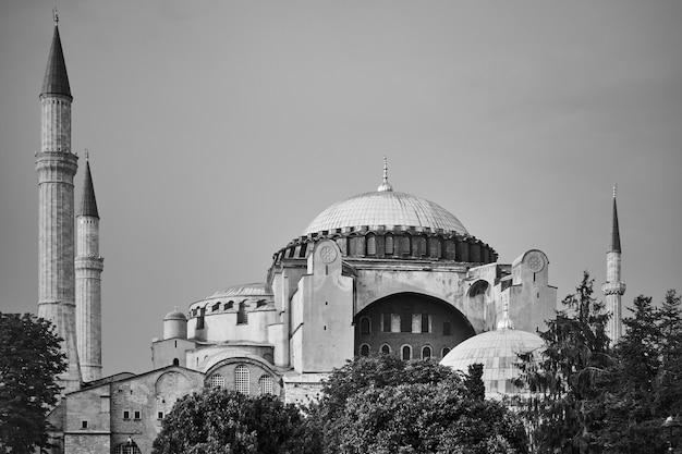Мечеть святой софии в стамбуле, турция. черно-белая фотография