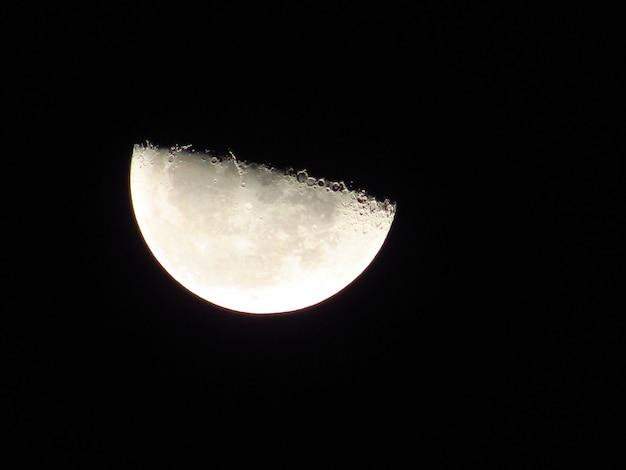 Красивое изображение the half moon