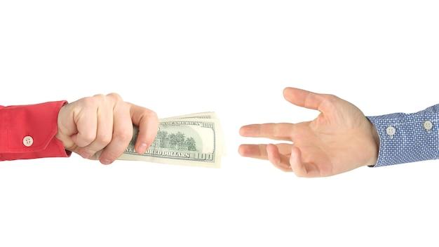 Рука тянется к руке с деньгами. оплата работы. бизнес и оплата