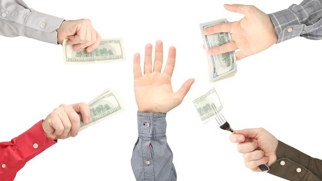 손은 돈으로 손에 닿습니다. 일에 대한 지불.