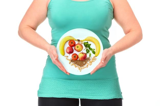健康食品。太った女性のためのダイエットと健康的なライフスタイルの概念。
