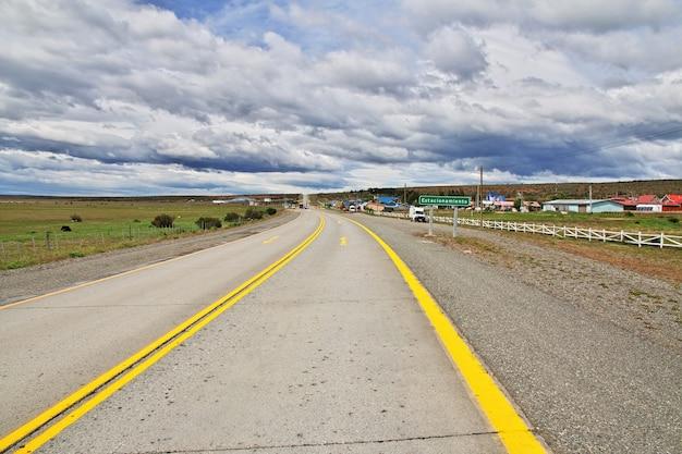 チリのパタゴニアの高速道路