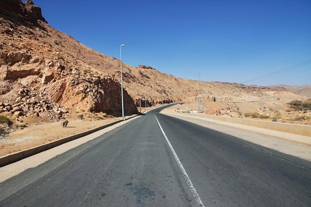 山の高速道路、アシール地域、サウジアラビア