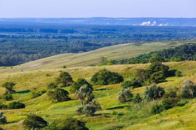 Холмы и равнины в центральной части россии. снято в россии.