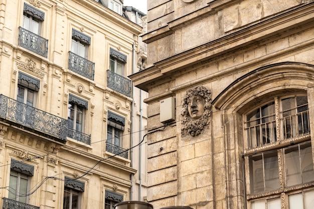 リヨンの歴史的な市内中心部とその通り、フランス