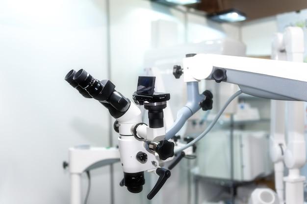 Изображение профессионального стоматологического эндодонтического бинокулярного микроскопа