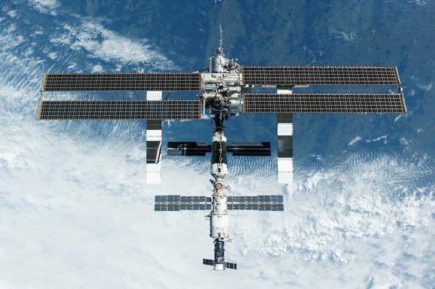 Международная космическая станция, разработанная мкс. элементы этого изображения предоставлены наса.
