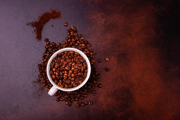 과자와 상쾌한 모닝 커피. 배경으로 사용할 수 있습니다