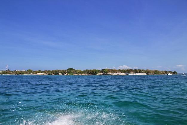 カリブ海のロザリオ自然保護区の島は、カルタヘナコロンビアを閉じます