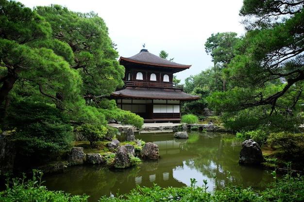 銀閣寺(銀閣寺)として知られる慈照寺の観音殿。日本の京都にある禅仏教寺院。