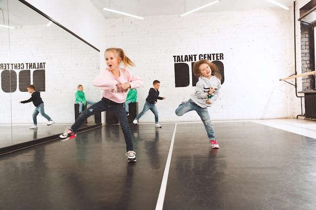 댄스 스쿨의 아이들. 발레, 힙합, 스트리트, 펑키, 모던 댄서