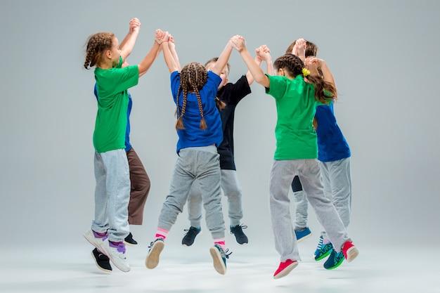 キッズダンススクール、バレエ、ヒップホップ、ストリート、ファンキーでモダンなダンサー