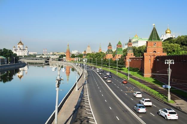 クレムリン堤防。モスクワのクレムリンの壁
