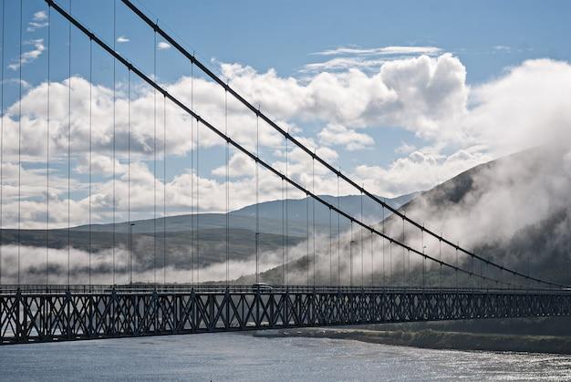 Квалсундский мост - подвесной мост между материком и островом квалоя.