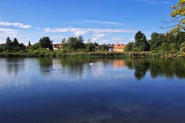 ザクセン州、ドイツのモーリッツブルク城の湖