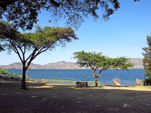 エチオピアの山の湖
