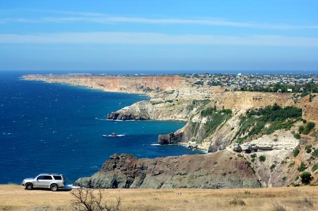 흑해의 바위 해안 풍경.
