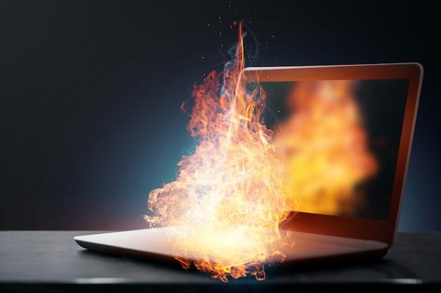 Ноутбук загорелся при работе, перегревался от больших нагрузок.