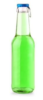 Бутылка лимонной соды с цветной крышкой, изолированные на белом фоне