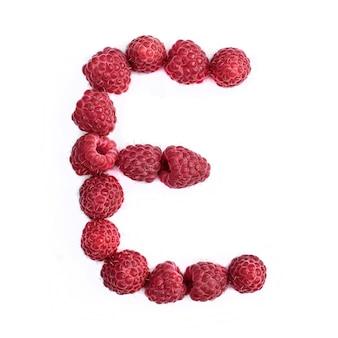 Буква e английского алфавита красной спелой малины