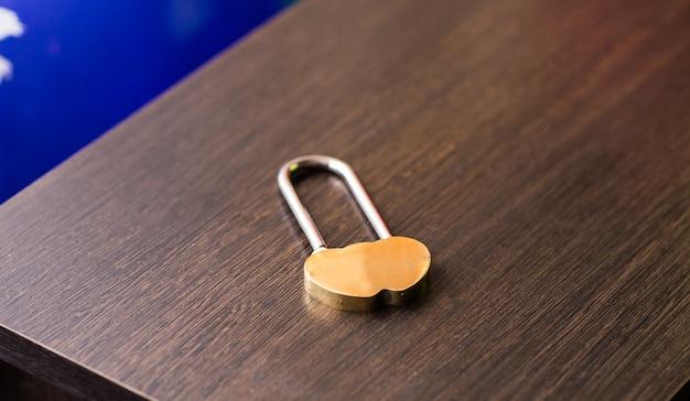 신혼의 자물쇠