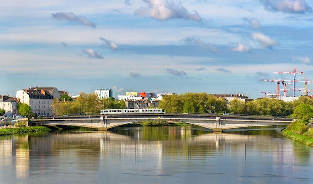 Река луара в нанте, франция