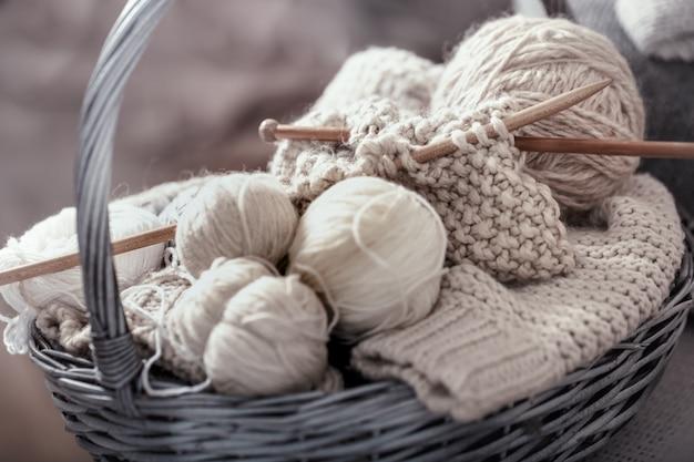 양모와 바늘을 뜨개질의 매크로 개념