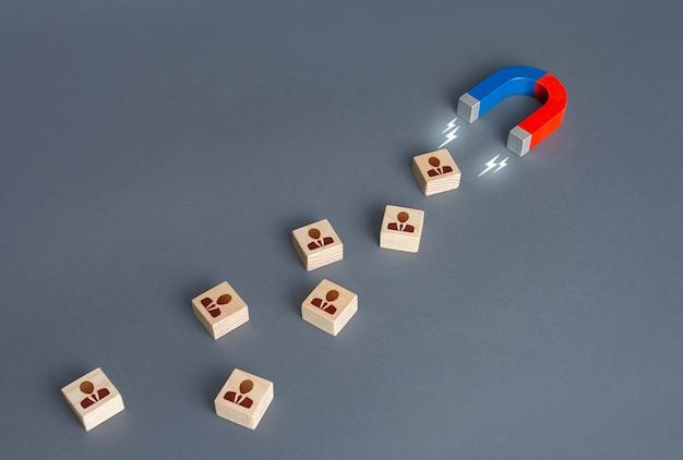 磁石が新入社員を惹きつける投資家の注目を集める資格のあるスタッフを採用
