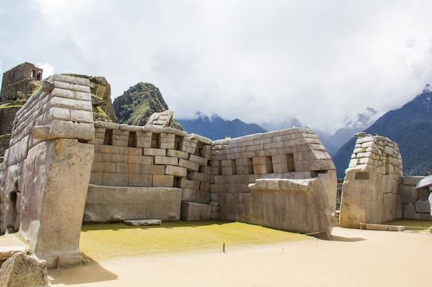 페루의 유네스코 세계 문화 유산 인 마추 픽추의 주요 사원.