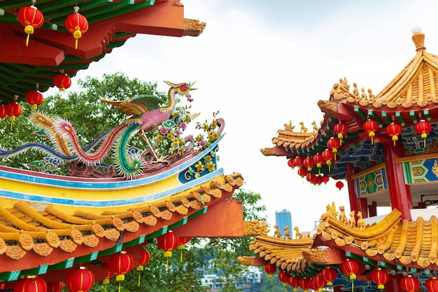 Величественный китайский храм в традиционном китайском стиле.