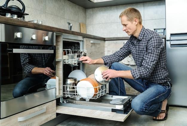台所の男。