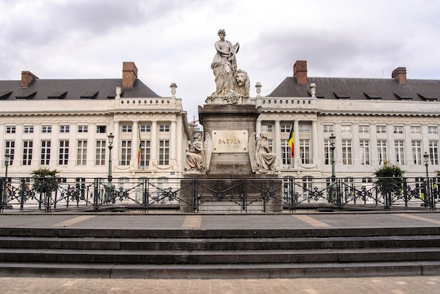 브뤼셀의 순교자 광장과 벨기에의 프로 파트 리아 기념비